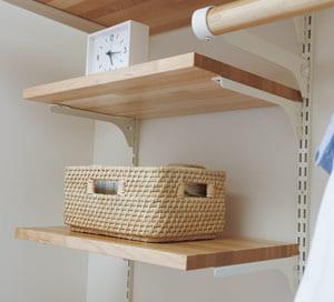 フツウノ どんな場所にも馴染むシンプルなデザイン。 棚板の奥行きに応じてお選びいただけます。