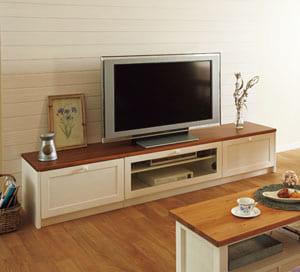 ベースキャビネット(ローボードタイプキャビネット) 床座からでもテレビが観られる適度な高さが魅力のローボードタイプ。 安定感のあるボックス型で、無垢のやさしい表情は洋室はもちろん和室にも馴染んで圧迫感を与えません。